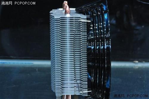 由43个散热鳍片构成的散热片区能够将热管传递的热量有效的散出。