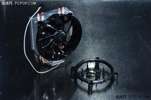铁盒内剩余的物件则只有玄冰散热器以及775/1155/1156平台的转接架。