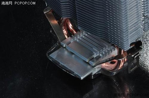 玄冰自带AMD的扣具,扣具分为2部分,所以扣具相对来说显得比较轻巧,并不死板。